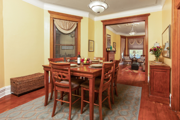 Dining Room of the 1st floor Wrigley Flats Vacation Rental in Chica