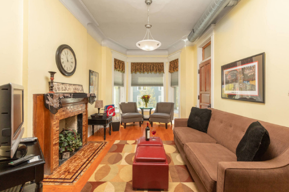 Living Room of the 2nd floor Wrigley Flats Vacation Rental in Chicago