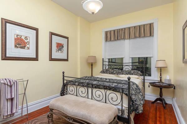 Queen Bedroom of the 2nd floor Wrigley Flats Vacation Rental in Chica