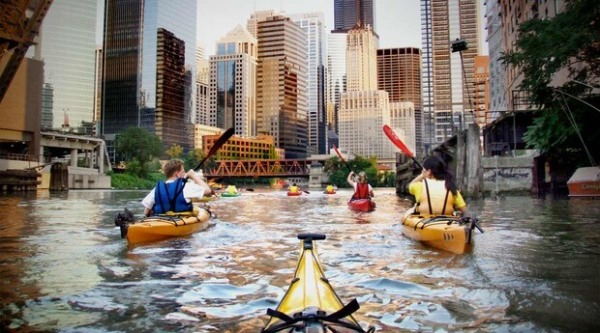 people on kayak tour in Chicago