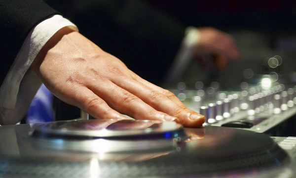 Things to Ponder On When Selecting the Perfect Wedding DJ