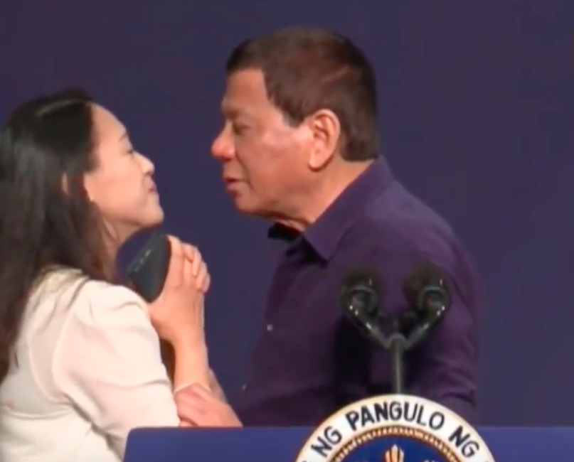 Duterte kiss during South Korea visit
