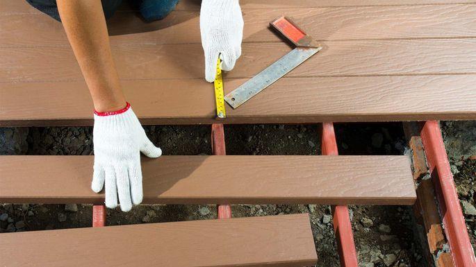 Hints to Consider When Choosing a Deck Builder