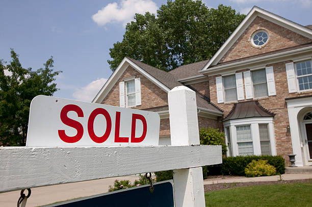 Advantages of Selling a House to We Buy Houses Company