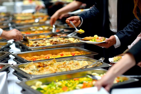 Advantages of Using the Best Catering Companies Offering High End Options