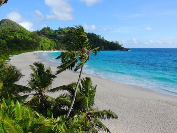 пляжи острова Маэ