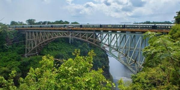 водопад виктория поезд