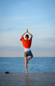 Factors to Consider when Buying Men Yoga Clothing