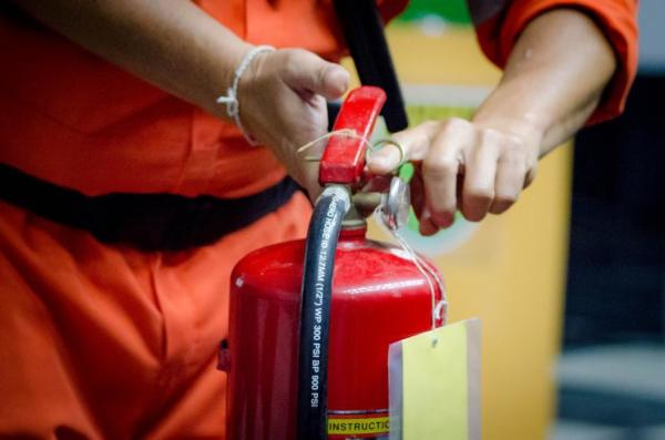 Using a Co2 Fire Extinguisher