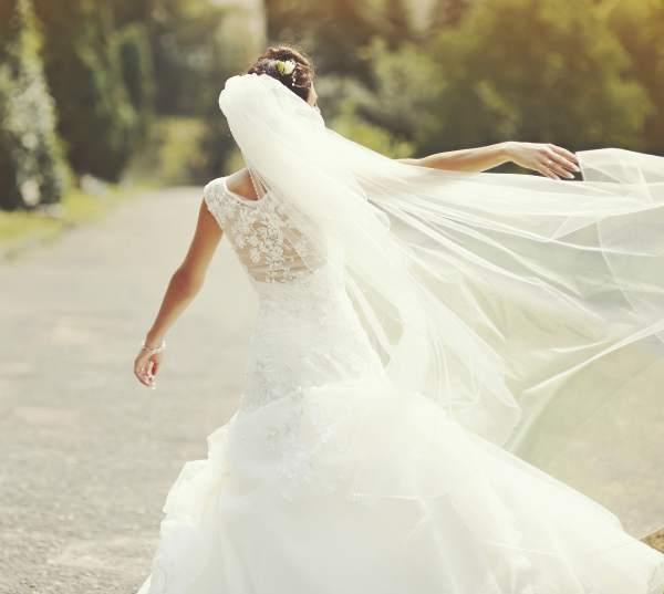 Tips To Consider When Choosing the Best Wedding Dress