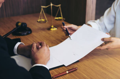 What to Consider While Choosing a Good Law Firm