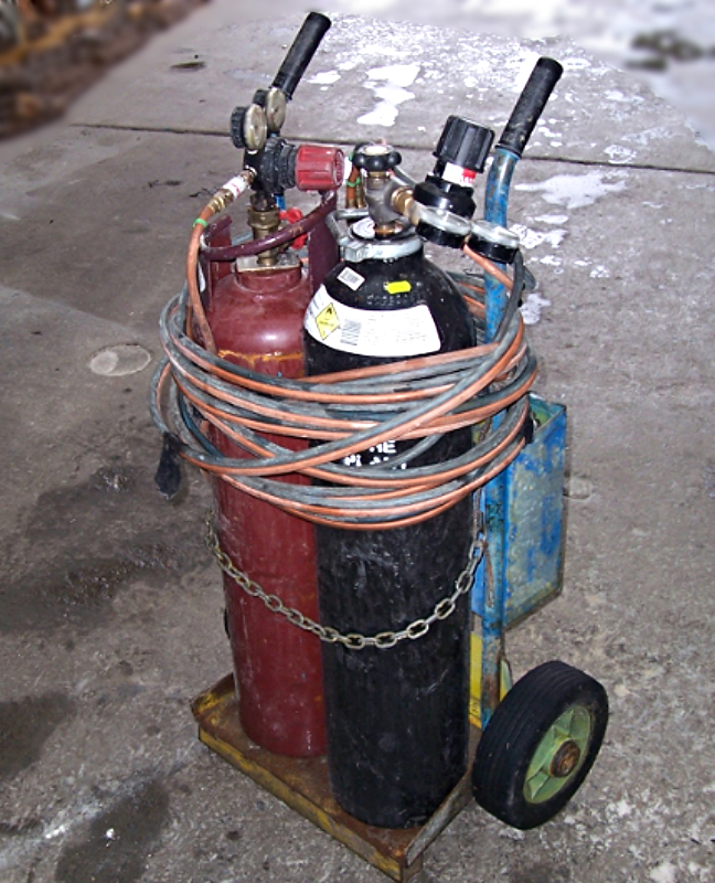 The Distance Between Oxygen And Acetylene Cylinders When Storing