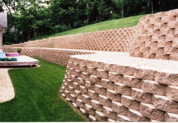 Block Retaining Wall and Complete Landscape