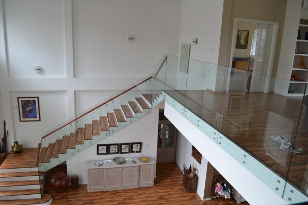 wing wah glass & aluminium