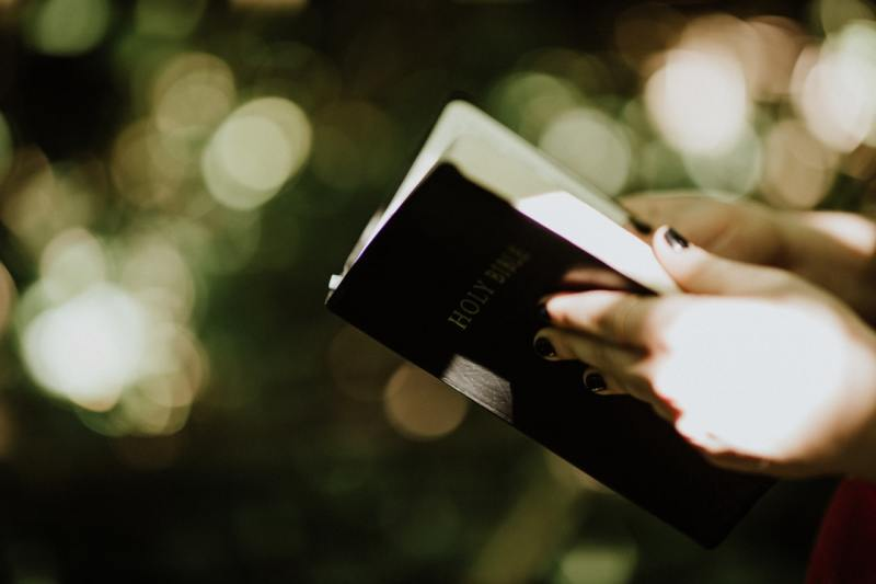 Tips of Finding the Best Christian Books Store