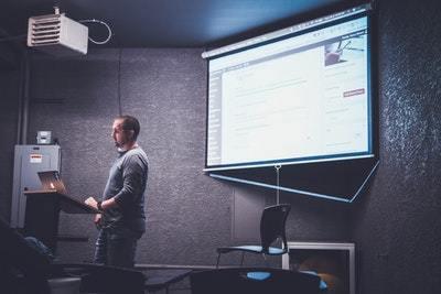 Tips For Choosing The Right Presentation Designer