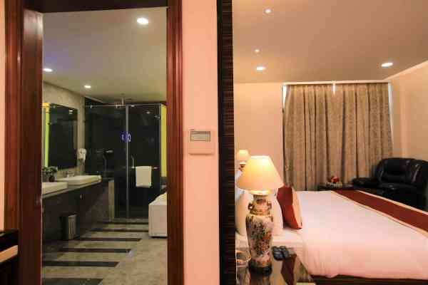 best 5 star hotel in delhi