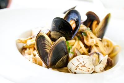 How to eat Moules