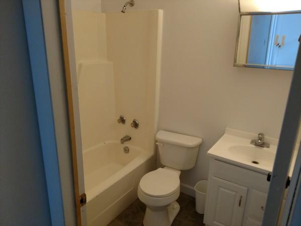 174 Susan #3 - Bathroom