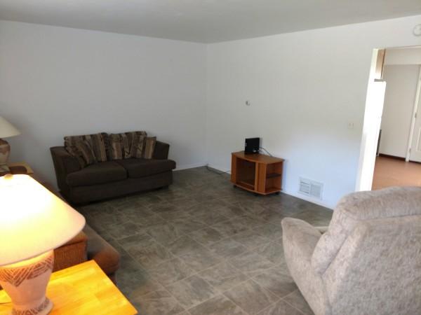 174 Susan #6 - Living Room