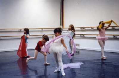 children dance ballet in dance studio in Highlands Ranch Colorado.