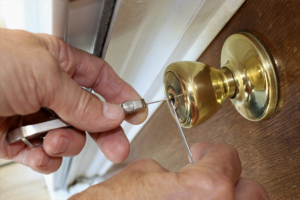 Locksmith in Harrogate Picking lock