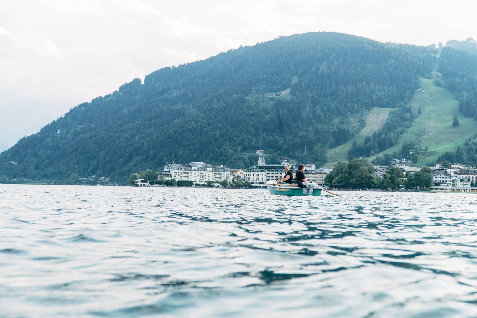 Fishing as a break on Lake Zell