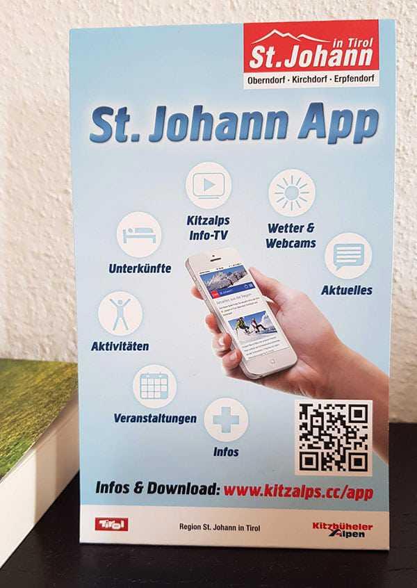 Papier-Aufsteller, der für die App von St. Johann in Tirol wirbt