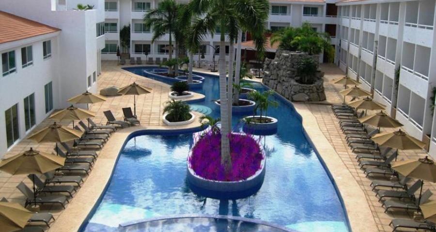 La Isla Huatulco & Beach Club