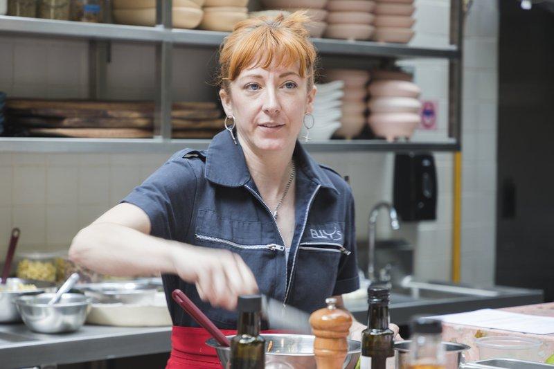 Elizabeth Fraser en su cocina Elly's