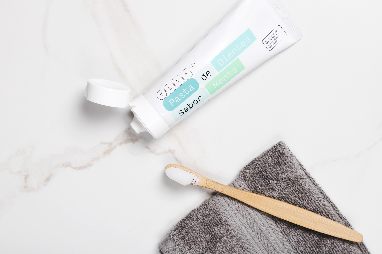 ¿Por qué incluir flúor en nuestra pasta de dientes?