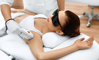 Klinikte lazer epilasyon nasıl yapılır?