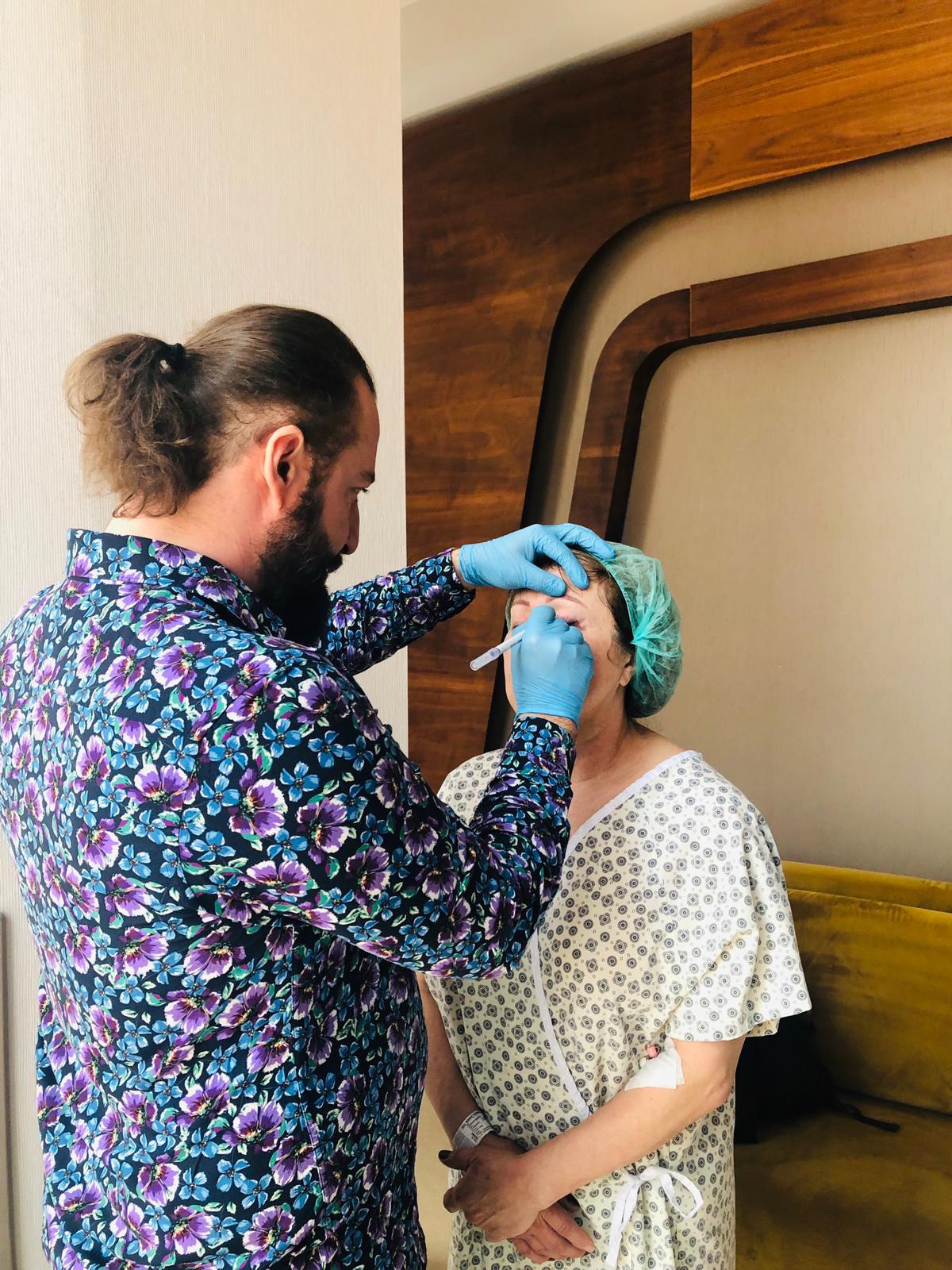 Dr.Candemir Ceran'ı Yeniben'de buldum ve burun estetiği, yanak inceltme, orta yüz germe ve göz kapağı estetiğim için Amerika'dan geldim :)