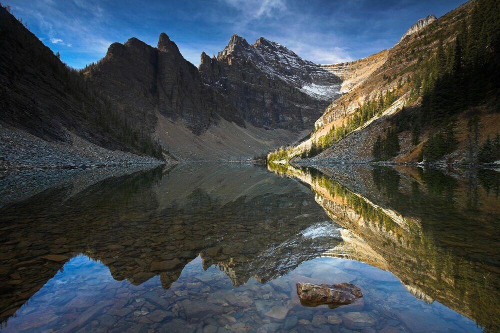 Fotografia Symmetrical Solitude - ADAM BURTON - Pittura di immagini