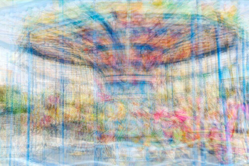 Fotografia ON THE MERRY GO ROUND - ADAM REGAN - Pittura di immagini