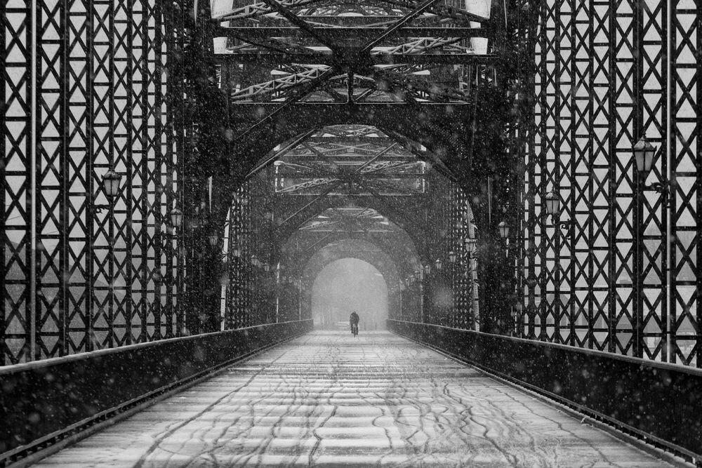 Kunstfoto OLD HARBURG BRIDGE - ALEXANDER SCHOENBERG - Foto schilderij