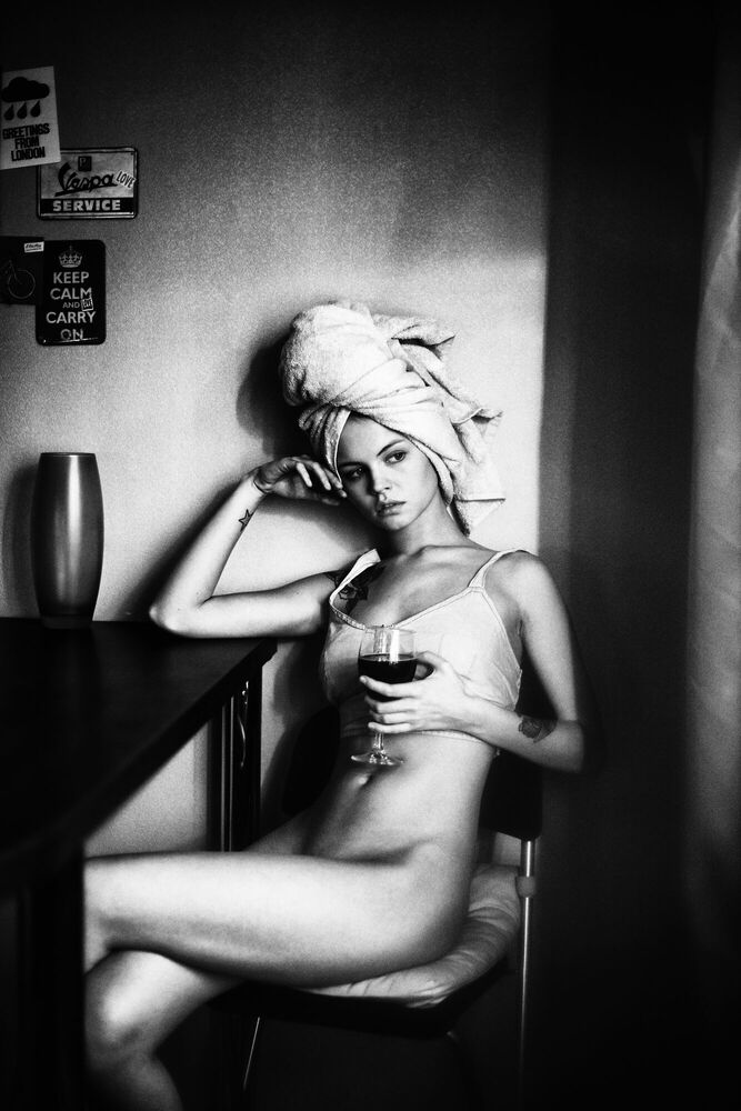 Photograph WINE AFTER A SHOWER - ALINA LEBEDEVA - Picture painting