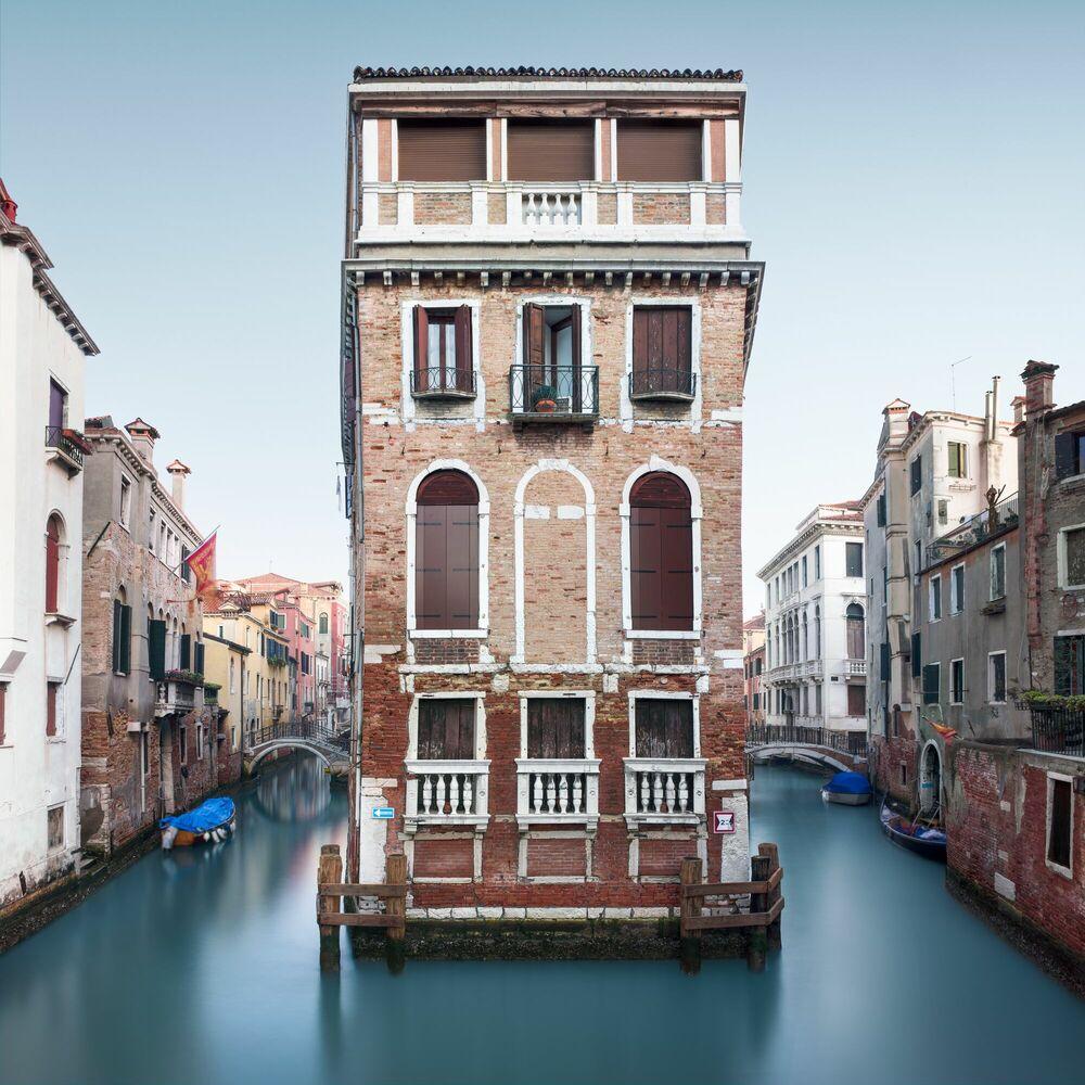 Photograph Palazzo Tetta Venice - ARNAUD BATHIARD - Picture painting