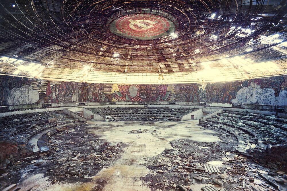Fotografie Dogma, le temple communiste - AURELIEN VILLETTE - Bildermalerei