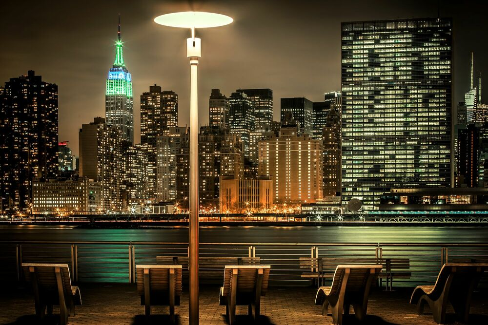 Photographie NYC East River with Empire State - BERNHARD HARTMANN - Tableau photo