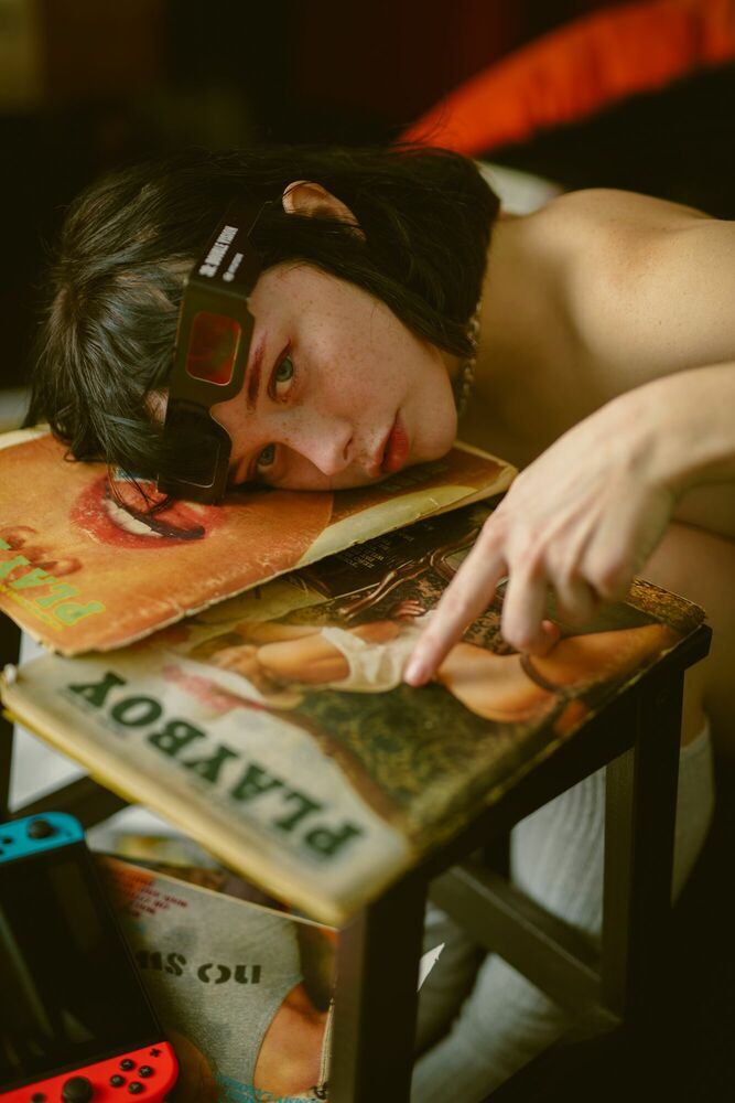 Fotografie SUZANNA DISCOVERS PORN - BOBBY VU - Bildermalerei