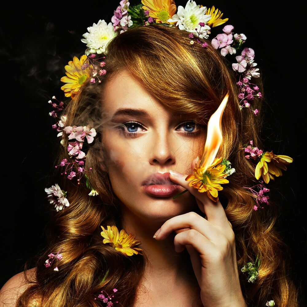 Kunstfoto Not Just a Flower Girl I -  CALEB & GLADYS - Foto schilderij