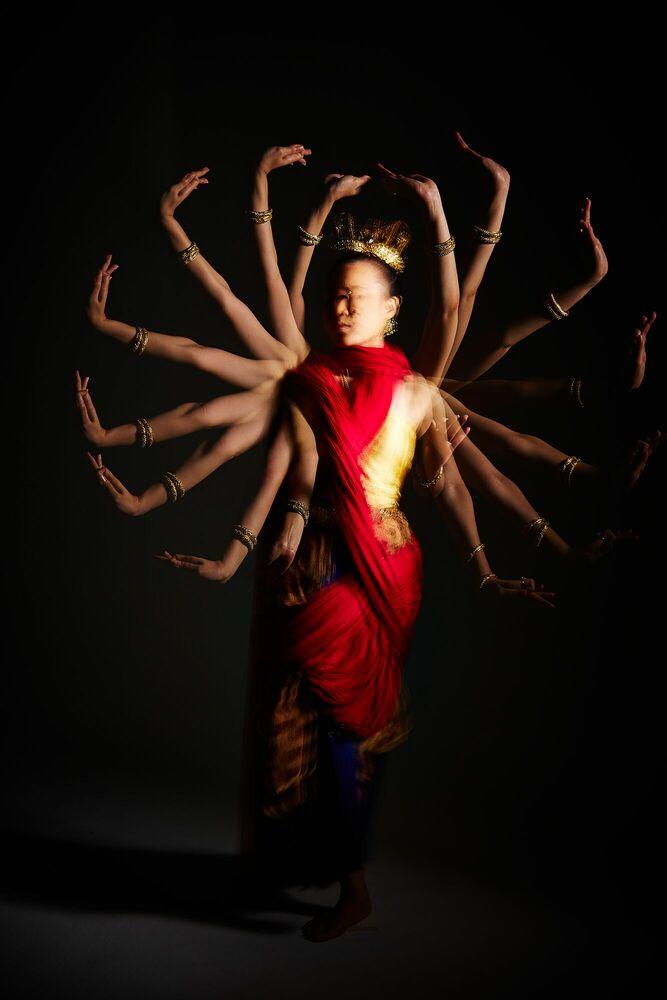 Fotografia Conflicted - D-JAI KOSIYABONG - Pittura di immagini