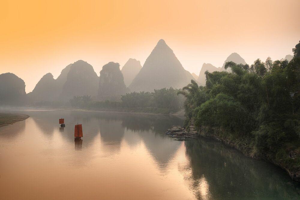 Fotografia Last Travel on Li River - DANIEL METZ - Pittura di immagini