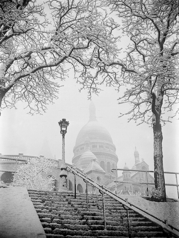 Fotografie BASILIQUE DU SACRE-COEUR SOUS LA NEIGE A PARIS 1935 -  GAMMA AGENCY - Bildermalerei