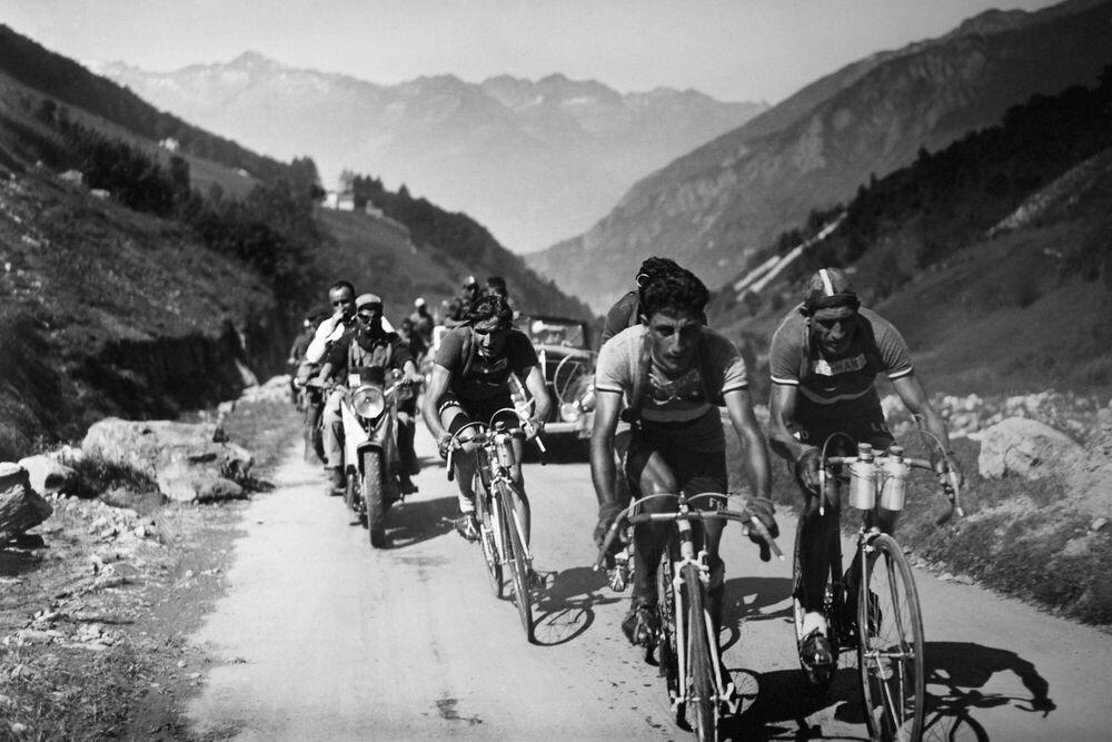 Fotografie CYCLISTS ON THE TOUR DE France -  GAMMA AGENCY - Bildermalerei