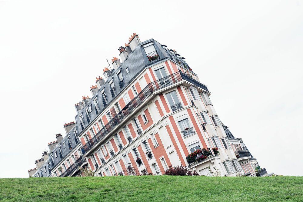 Fotografie FALLING BUILDING - GUILLAUME DUTREIX - Bildermalerei