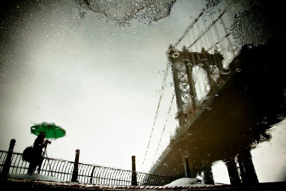 Fotografie The Photographer and the Bridge - GUILLAUME GAUDET - Bildermalerei