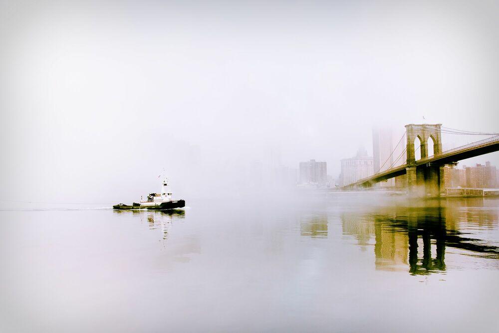 Fotografia Tugboat in the Fog - GUILLAUME GAUDET - Pittura di immagini