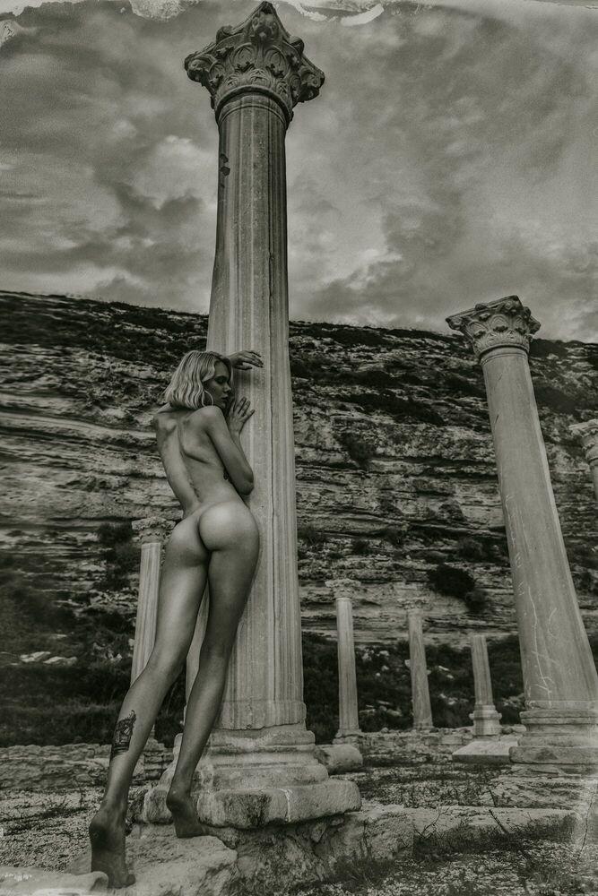 Fotografie Lost Goddess - IGOR VASILIADIS - Bildermalerei